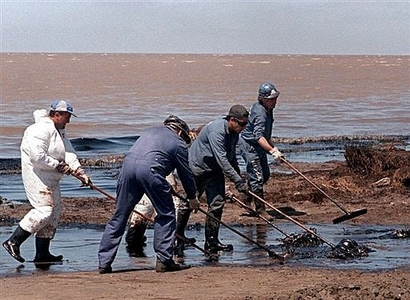 Gulf oil spill cleanup workers