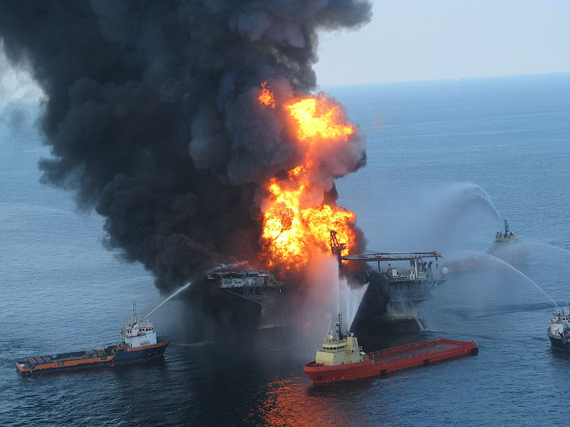 Deepwater Horizon drilling unit on fire