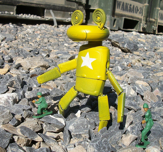 U s soldier uses recycled materials to make super cool for Cool things to make out of recycled materials