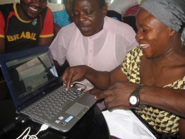 Envaya participants online