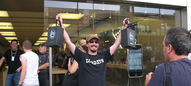Apple Store iPhone customer